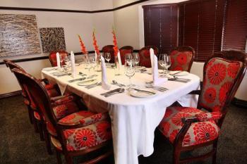 Court Classique Suite Hotel Boardroom